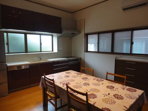 鍋や調理器具、調味料もキッチンの中に納められ、とてもすっきりしたキッチンになりました。