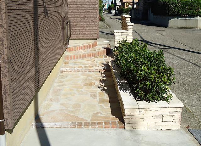 玄関アプローチ:施工後