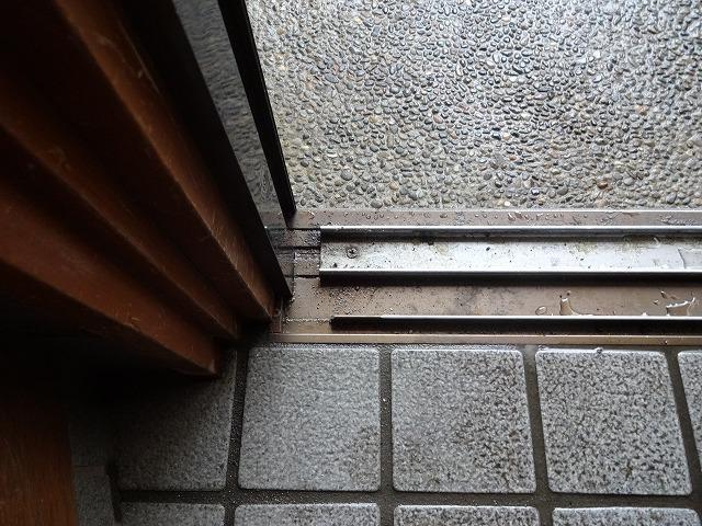 玄関ドアレール改修:施工前
