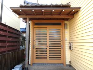 外壁に合わせて、玄関ドアの入替えリフォーム!