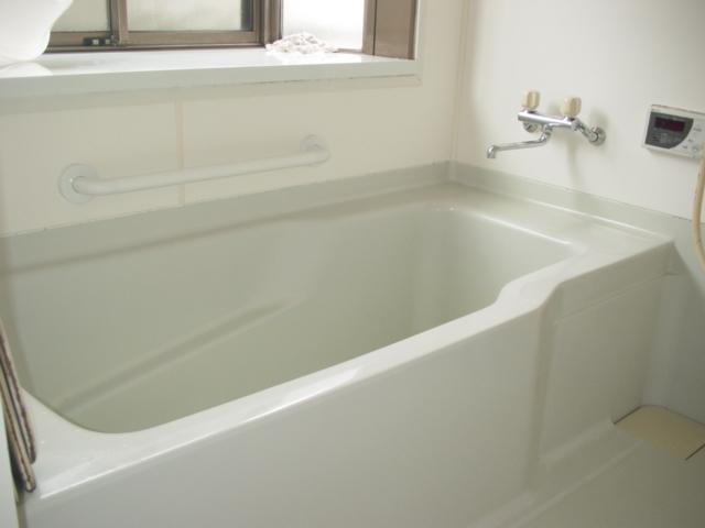 浴室の雰囲気にもマッチした手すりを設置し、機能ももちろん大事ですが、 やっぱり見た目の綺麗さも大事にしたいですよね!