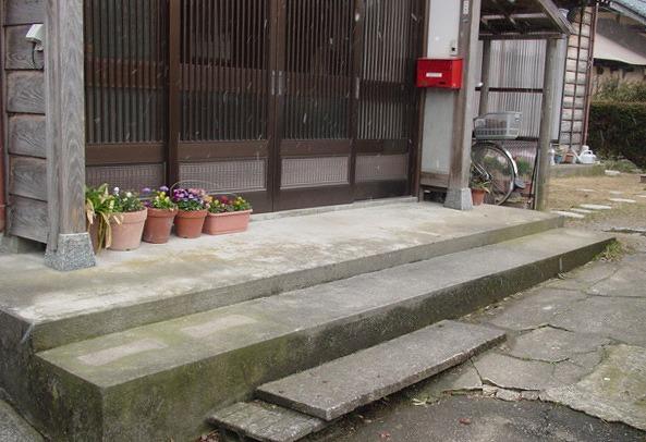 玄関前手すり設置:施工前