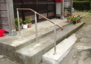 玄関前の階段に手すり設置!段差も解消の介護リフォーム!