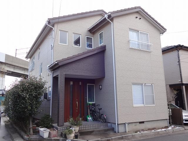 以前の外壁材よりも明るい色を選定致しました!角地という事もあり、とても見栄えの良い素敵なお家ななりました!