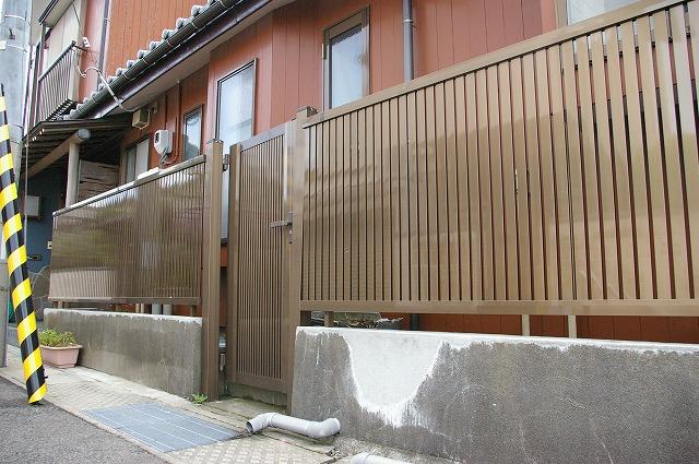既存の門扉に合わせて、フェンス新設工事!