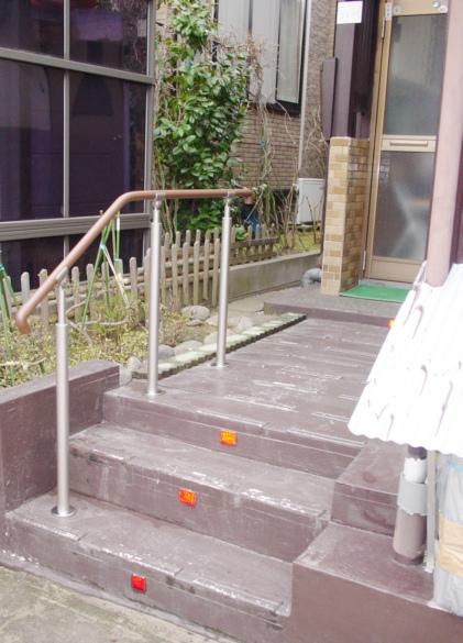 階段に合わせて手すりを設置しました!
