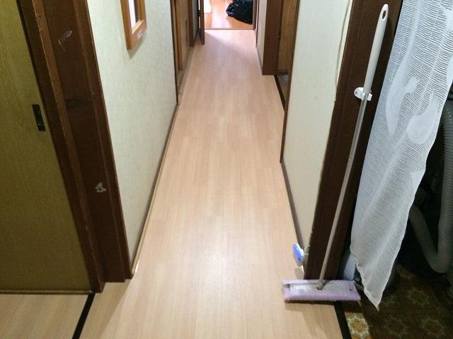 冬冷たかった長い廊下…CF(クッションフロア)にかえてあたたかい床にリフォームです!