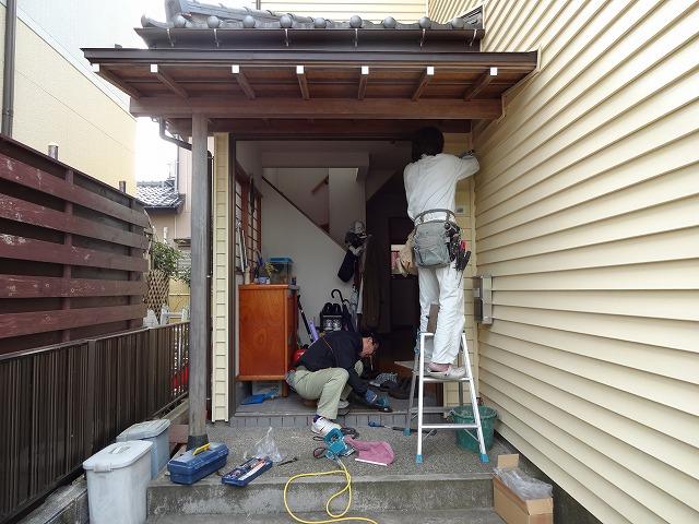 玄関ドア入替え工事:施工中