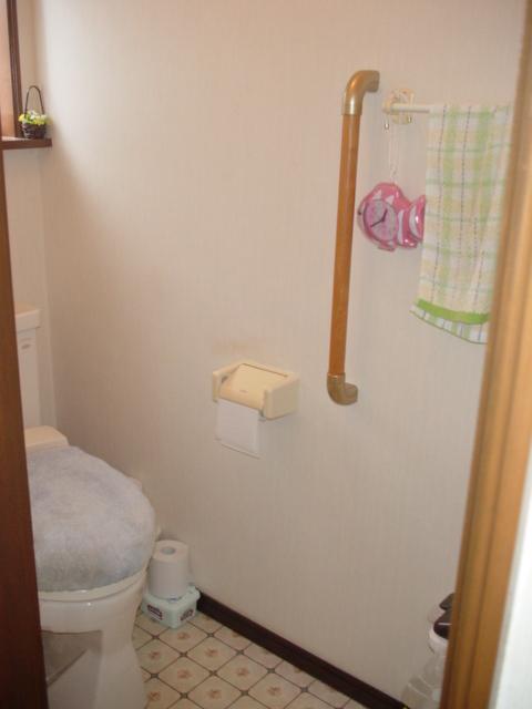 トイレ手すり設置:施工後