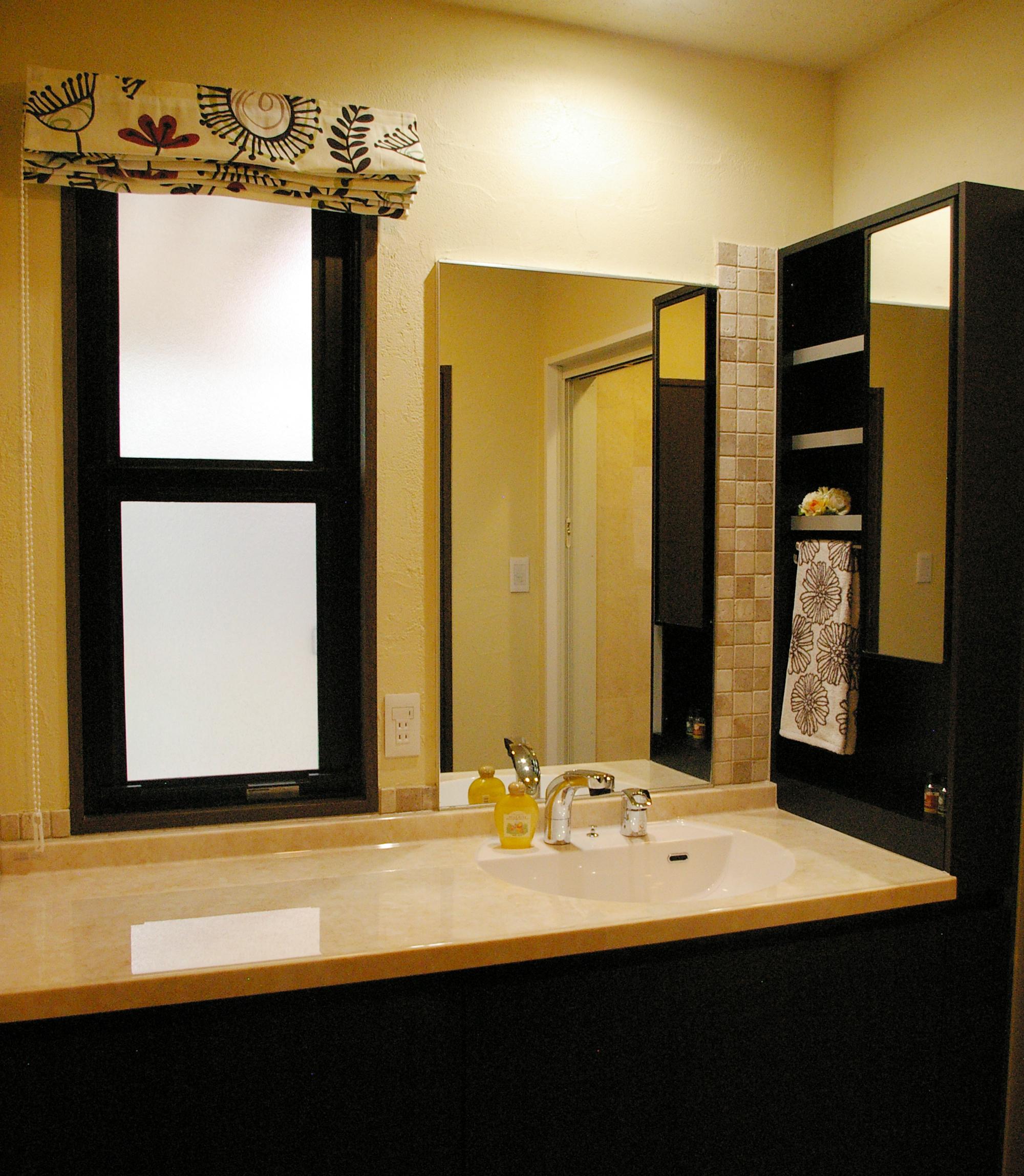 部分リフォームだからこそ出来る、洗面室の扉を開けた瞬間から始まる非日常を追求しました。