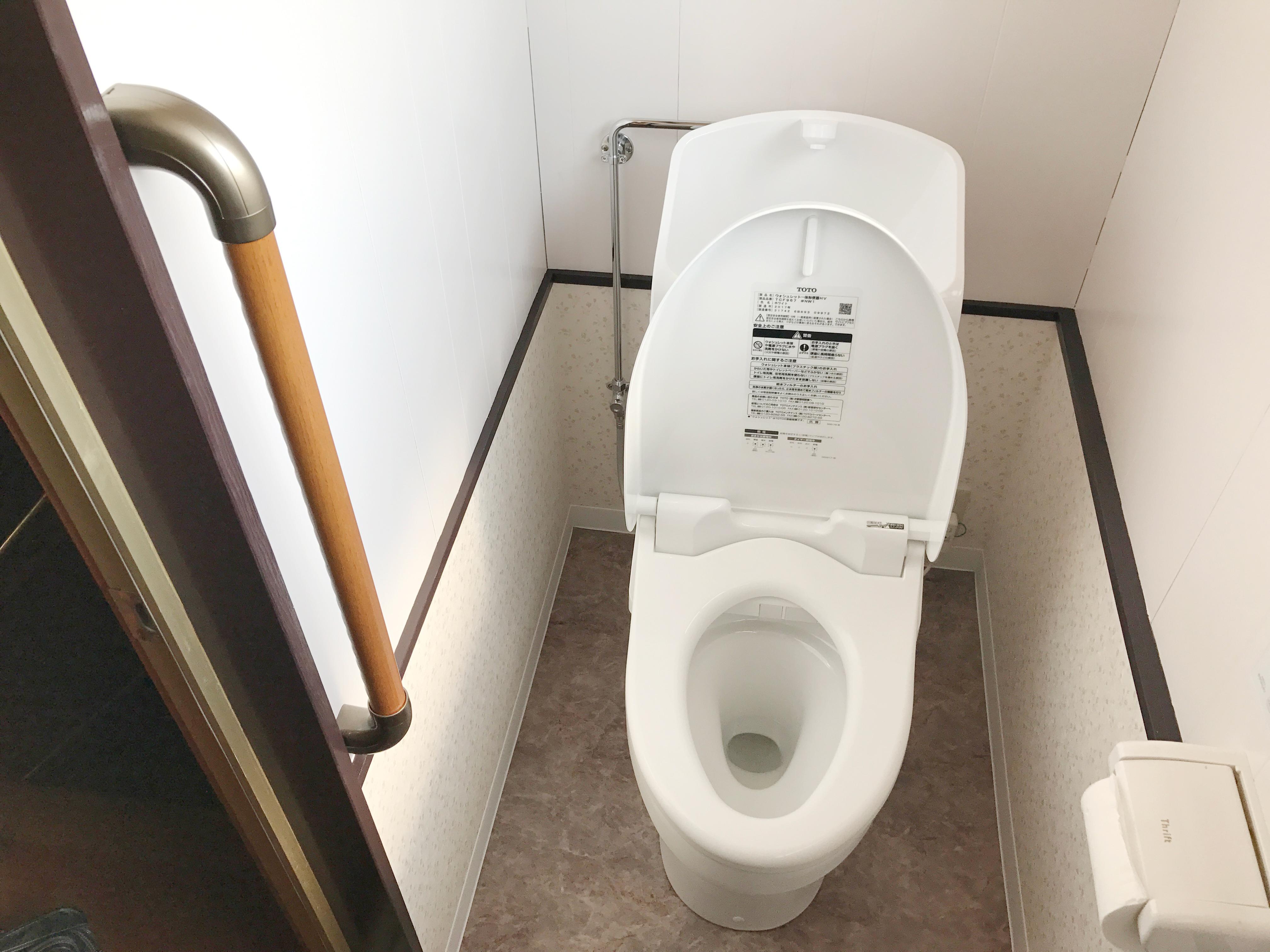 和式を洋式トイレに+手すり設置