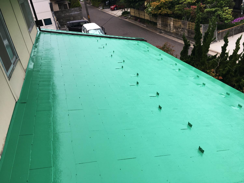 鮮やかグリーンの屋根塗装