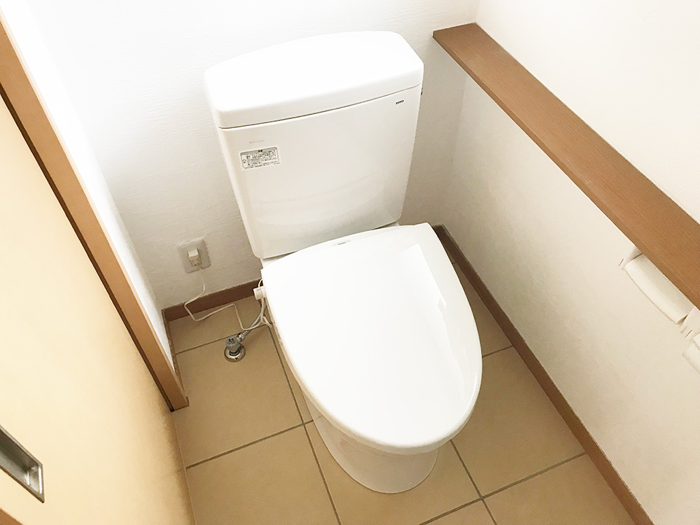 トイレの入替/TOTO・ピュアレスト